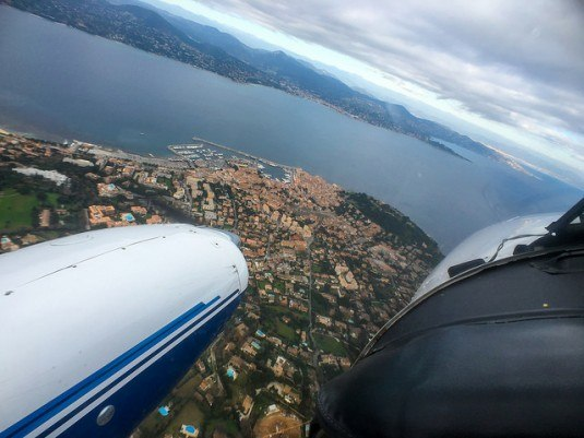 PA34-flying-over-Saint-Tropez